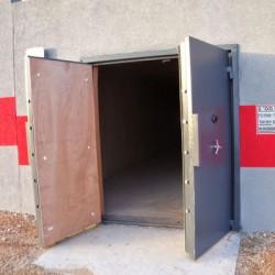 דלתות חדר נשק וסמים